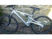 "Boys Diamondback Mountain Bike with 26"" wheels, suspension and 21 speed Shimano gears"