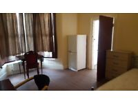 Large double room for single professional or couples in shared house. Fast internet. 1 week deposit