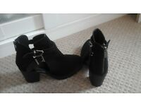 Ladies suede heeled boots