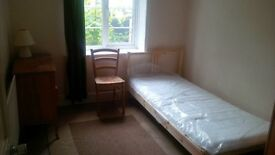 Single Room 5 minutes walk from Forest Hill station £450 pm all bills included