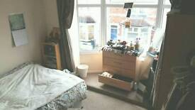 !ASAP! , Double, newly furnished room with victorian windows, close to City Centre