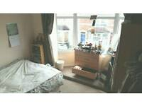 Double, newly furnished room with victorian windows, close to City Centre