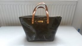 LOUIS VUITTON Monogram Vernis Bellevue Handbag (Khaki) - pristine condition!