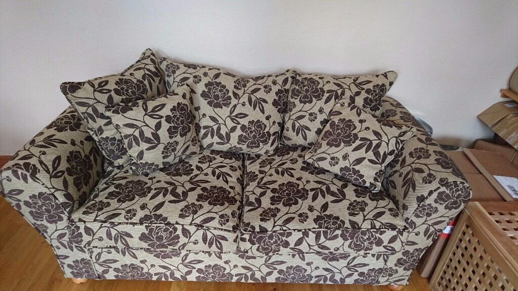 Sofa bed in good conditionin Clapham, LondonGumtree - Sofa bed in really good condition, sofa hardly used and bed pretty comfortable. Collection only from south west London