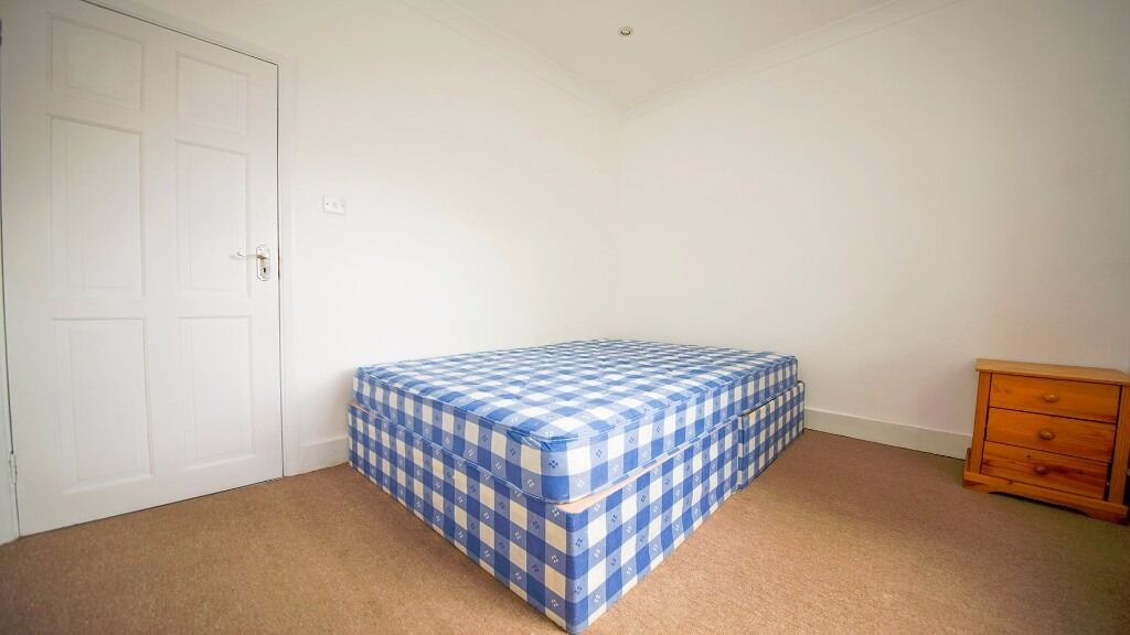 **SMALL DOUBLE ROOM TO RENT** INC ALL BILLS!! WIFI & COUNCIL TAX! FURNISHED! TURNPIKE LANE, HARINGEY