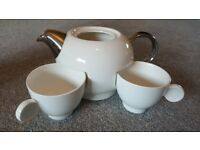Tea pot and cups - never used!
