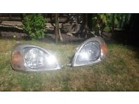 Toyota yaris Head lights pair