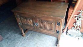 Jaycee - Old Charm Solid Oak Sideboard / Dresser / Stereo Unit, Linenfold Design