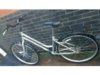 Ladies Hybrid City Bike 'AS NEW' only used once ' Hawk Bordeaux' '
