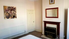 VERY LARGE DOUBLE BEDROOM, ALL BILLS INCLUDED & HOUSE CLEANER...