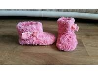 SLIPPERS, CHILDS SIZE 9