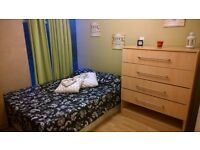 3 min walk HOXTON station - cosy double - join us!