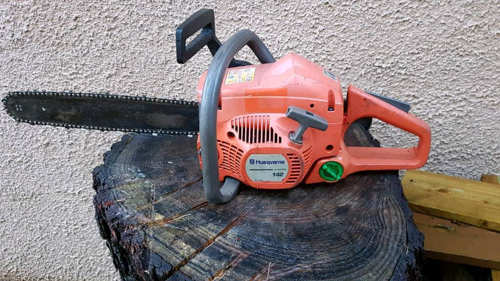 Husqvarna 142 chainsaw