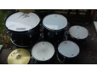 performance percussion drum kit with pearl cymbals