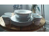4 piece dinner set - barely used