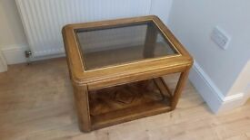 Solid wooden low table with central glass piece