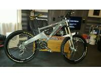 ORANGE DOWNHILL FULL SUSPENSION MOUNTAIN BIKE JUST HAD A SERVICE