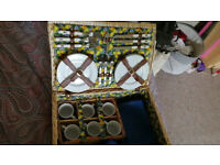 Large Picnic Hamper, very good condition