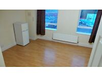 NEXT TO ROMFORD STATION 2 bedrooms Purposed Built 2nd Floor Flat for Rent--Romford