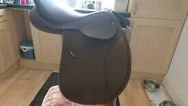 Brown leather wintec saddle