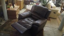 Decent dark brown ELECTRIC RECLINING chair ONLY £115 CHEAP local DELIVERY Stalybridge SK15 3DN