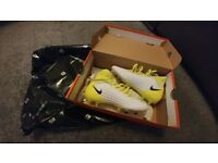 Brand New Nike Junior's Football Boots Size 4