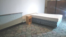 Large Double room offered for rent, Couples welcome, Oakridge, Near Town Centre, Basingstoke