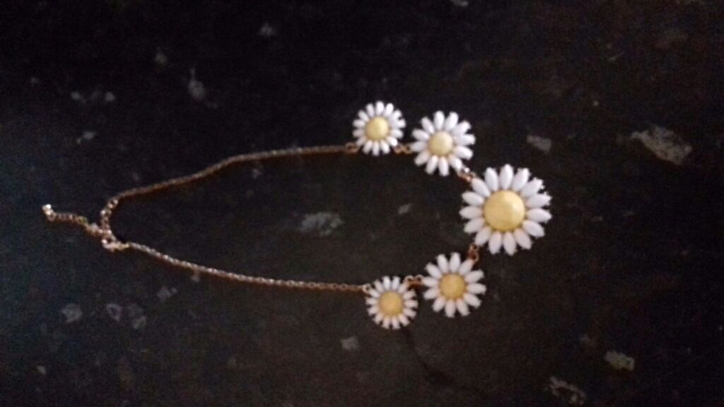 Daisy necklacein Hemel Hempstead, HertfordshireGumtree - Beautiful daisy necklace . Perfect for any occasion , during the day or for a night out