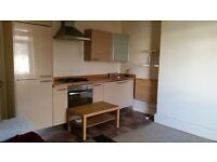 1 bed furnished garden flat on tree lined road near city centre, amenities & M4 link £ 595