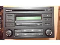 VW radio: VOLKSWAGEN CD RADIO RCD 200 (2007) + code