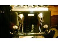 DeLonghi lovely 4 slice toaster.