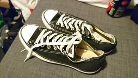 Size 5 ladies black converse