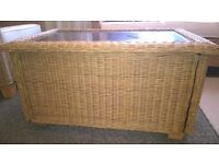 Coffee table glass and wicker