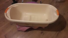 FREEBIE BABY TUB FOR SOMEONE WHO NEEDS IT.