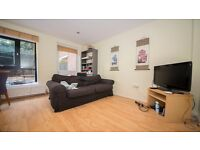 Split level 3 bedroom garden Flat in Highbury & Islington, Arsenal, Drayton Park. 2 bath Furnished