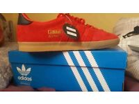 WOMANS RED BLACK EXCLUSIVE ADIDAS GAZELLE OG SIZE