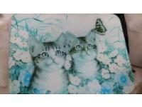 Cats motif on glass chopping board
