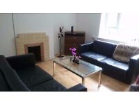 OLD STREET N1 ----- Amazing 3 Bed Apartment With Balcony ----- £565pw ----- View Now !!