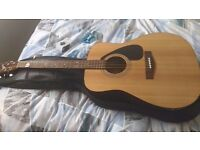 Acoustic guitar Yamaha + soft carry bag + tuner + capo