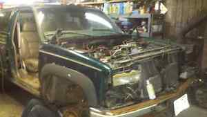 looking for 1988-2000 chevy an gmc trucks an suvs dead or alive