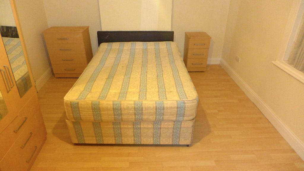 SUPERB LARGE FULLY FURNISHED THREE DOUBLE BEDROOM APARTMENT (SE14) - MUST SEE !