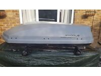 Roof box 470 litre. Including roof rack