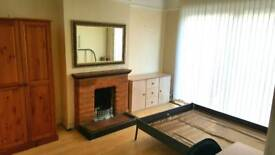 Double bedroom 4 min to Streatham Common Station