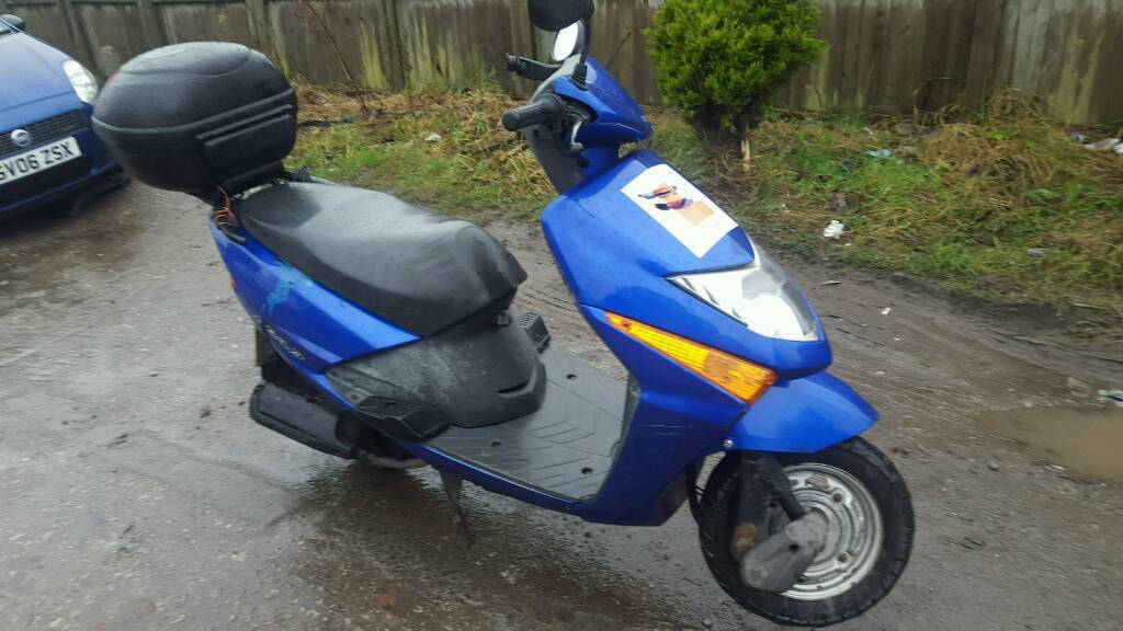 honda lead scv 100 scooter moped with mot and paperwork. Black Bedroom Furniture Sets. Home Design Ideas