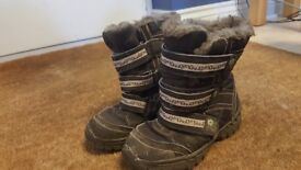 Girl's size 10 Junior snow boots