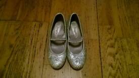 Girls Accessorize Angels Silver Glittery Shoes UK Size 6 ( Childrens )