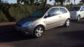 FORD FIESTA 2004. 1 YEAR MOT STARTS AND DRIVES GREAT, NICE CLEAN CAR INSIDE AND OUT BARGAIN £695!!!