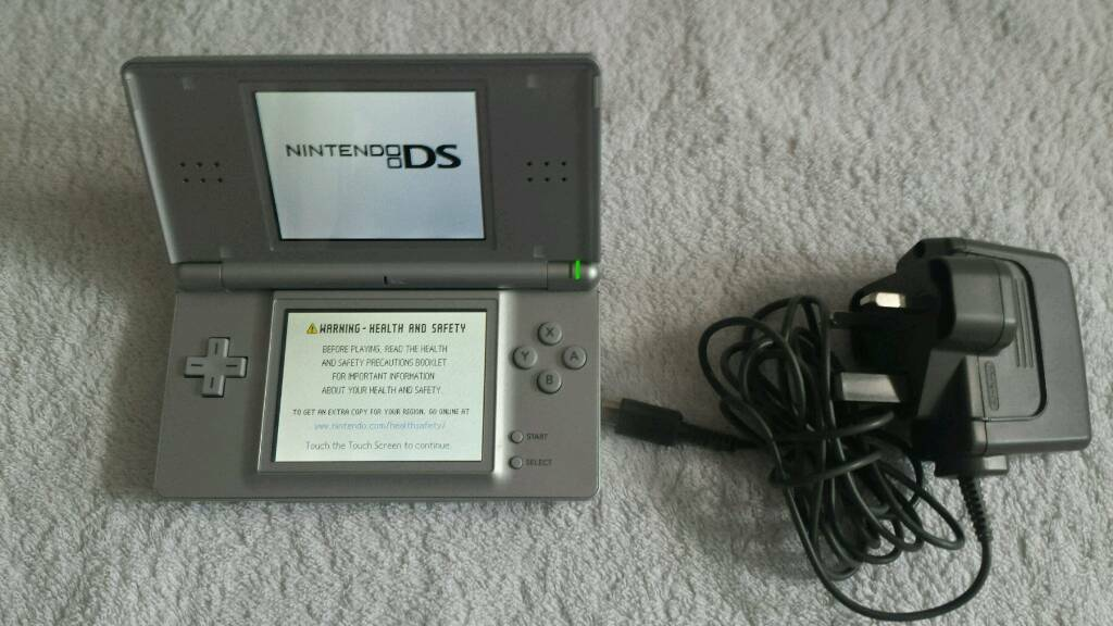NINTENDO DS LITE AND GAME