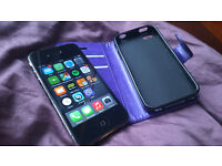Iphone 4 /32GB Superb condition Factory unlocked with box + extras