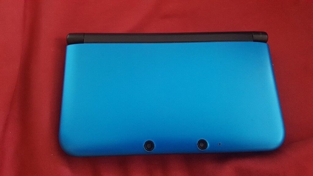 Nintendo 3ds xl in blue